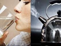 """Những sai lầm khi dùng nước đun sôi để nguội biến nó từ tốt trở thành """"ổ bệnh"""""""