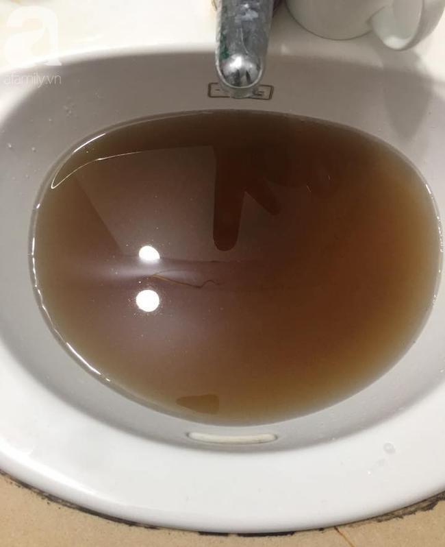 Kinh hãi nước sinh hoạt đen như cống ở chung cư Hà Nội: Người dân bị đau mắt, dị ứng không dám sử dụng-9