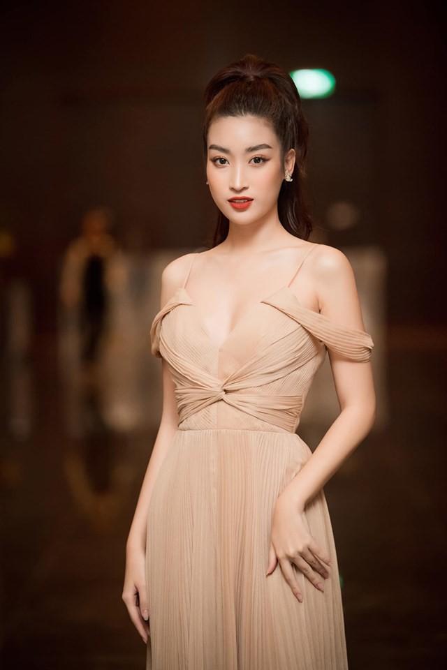 Á hậu Thanh Tú mặc bikini, khoe dáng sexy dưới ống kính của ông xã-9