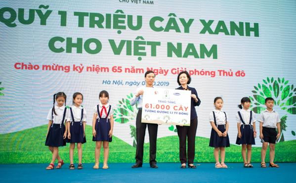Học sinh Hà Nội nô nức mang vỏ sữa đổi cây xanh-1