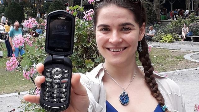 """Rời xa"""" smartphone trong suốt một năm, cô gái sắp được thưởng hơn 2,3 tỷ đồng-1"""