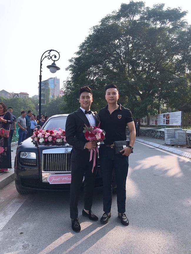 Đám cưới kiểu Rich kid: Hai chiếc Roll Royce cùng dàn xe sang đợi sẵn, không gian tiệc cưới như lâu đài dưới đại dương khiến Á hậu cũng phải trầm trồ-1