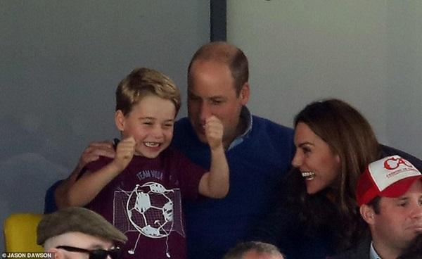 Hoàng tử George bất ngờ chiếm hết spotlight của gia đình, trở thành hiện tượng mạng bởi một loạt khoảnh khắc ấn tượng chưa từng thấy-1