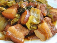 Đầu bếp nhà hàng tiết lộ: Bí quyết kho thịt ba chỉ dưa chua ngon mê ly, bao nhiêu cơm cũng hết