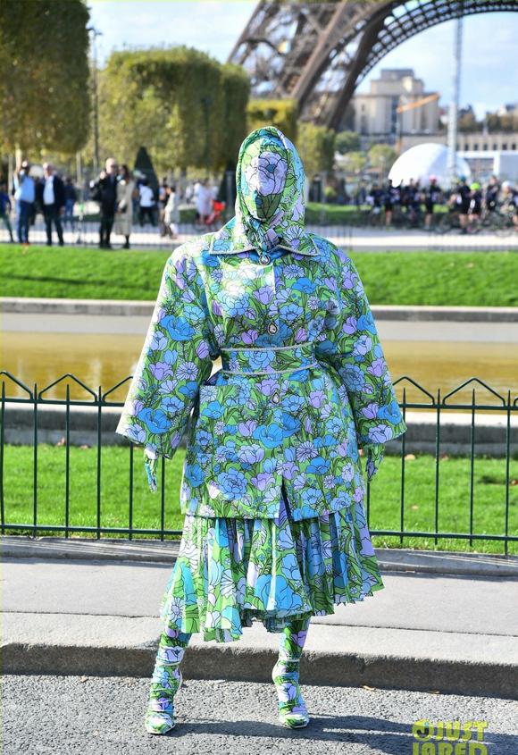 Nhã Phương tự dìm hàng với chiếc đầm lưng dài hơn chân - Phạm Quỳnh Anh mặc váy ngủ đi sự kiện-8