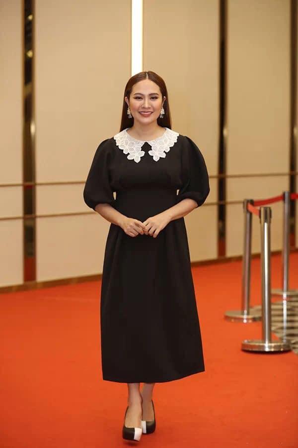 Nhã Phương tự dìm hàng với chiếc đầm lưng dài hơn chân - Phạm Quỳnh Anh mặc váy ngủ đi sự kiện-3