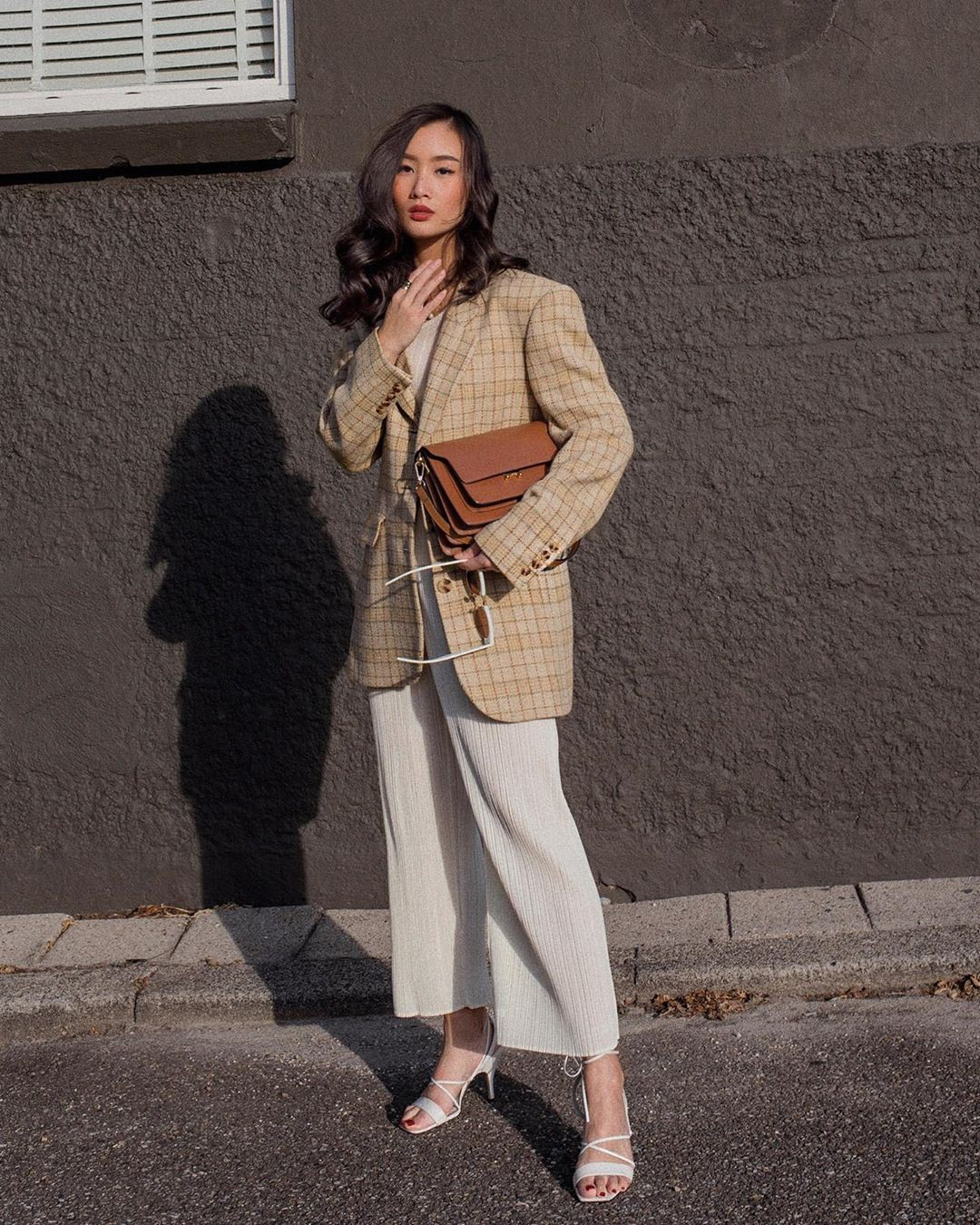 Khi bị đồng nghiệp chê mặc xấu: Nàng công sở đừng mặc kệ mà hãy cải tổ phong cách với 8 items sau đây-2