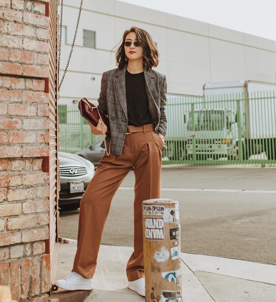 Khi bị đồng nghiệp chê mặc xấu: Nàng công sở đừng mặc kệ mà hãy cải tổ phong cách với 8 items sau đây-11