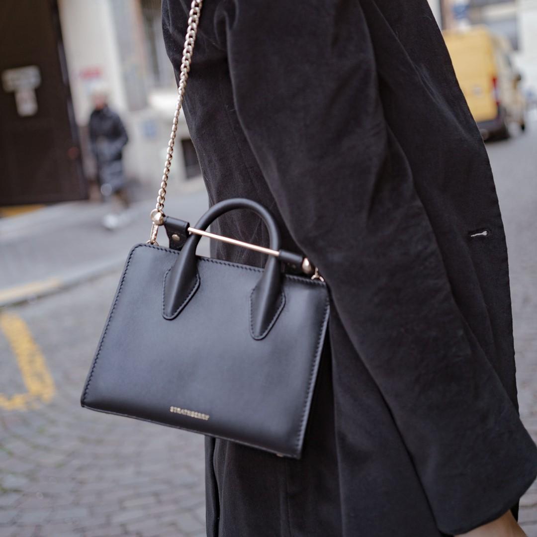 Khi bị đồng nghiệp chê mặc xấu: Nàng công sở đừng mặc kệ mà hãy cải tổ phong cách với 8 items sau đây-7