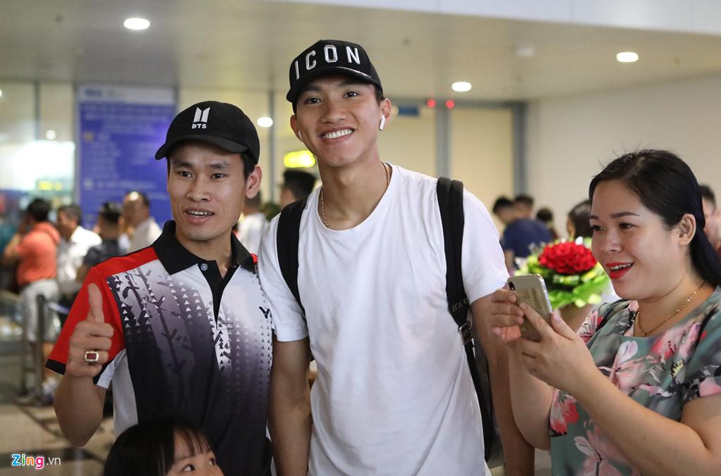 Văn Hậu tươi cười trở về Hà Nội, sẵn sàng đối đầu Malaysia-2