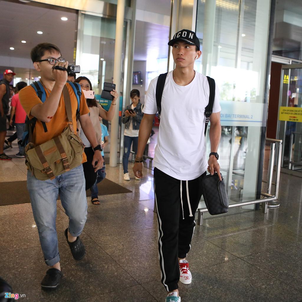 Văn Hậu tươi cười trở về Hà Nội, sẵn sàng đối đầu Malaysia-4