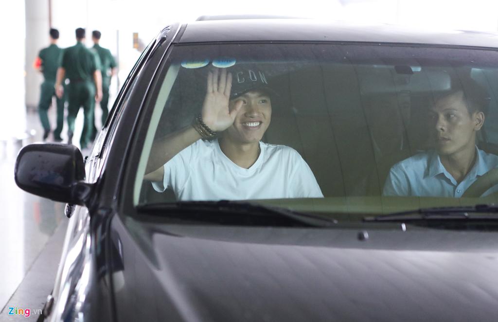 Văn Hậu tươi cười trở về Hà Nội, sẵn sàng đối đầu Malaysia-6