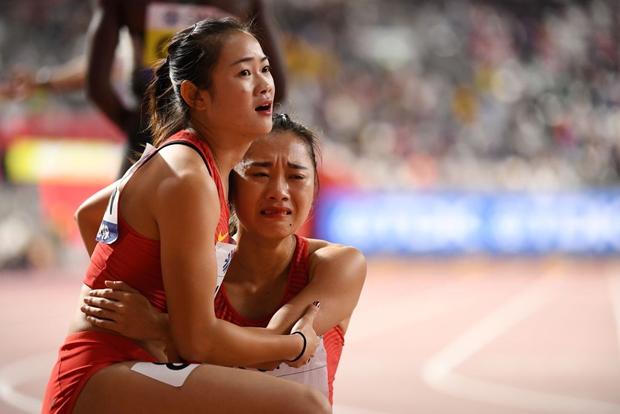 Đội tuyển điền kinh nữ Trung Quốc trình diễn thảm họa tại giải thế giới, tiếp tục trở thành trò cười vì pha chữa cháy có một không hai-2