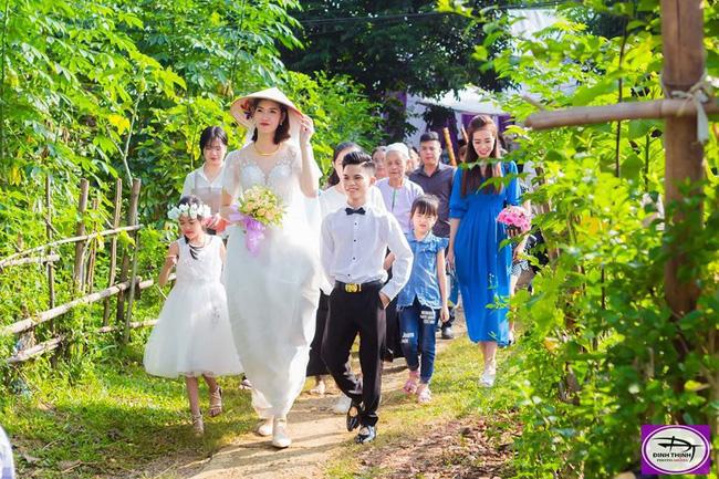 Đám cưới đặc biệt của cô dâu 1m94, chú rể 1m40, nhiếp ảnh gia tiết lộ sự thật đằng sau lời đồn cưới nhau vì gia cảnh giàu có-2