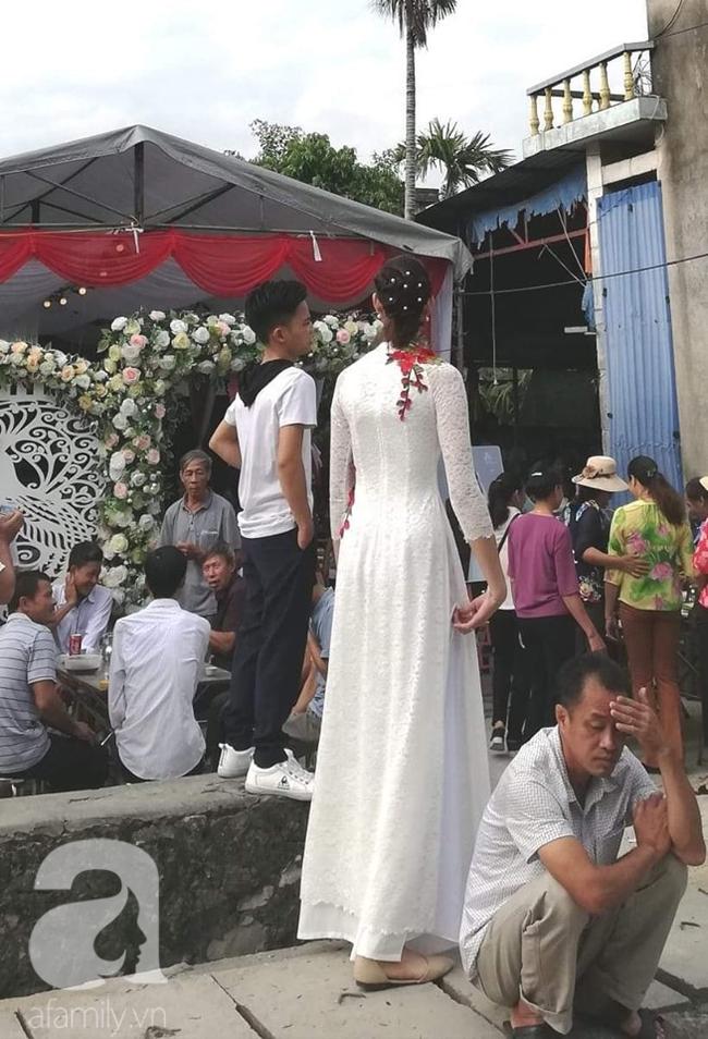 Đám cưới đặc biệt của cô dâu 1m94, chú rể 1m40, nhiếp ảnh gia tiết lộ sự thật đằng sau lời đồn cưới nhau vì gia cảnh giàu có-3