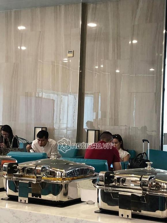 Chưa rõ ly hôn tái hợp thế nào, Lưu Hương Giang – Hồ Hoài Anh lại ngồi cách xa và lạnh lùng tại sân bay-1