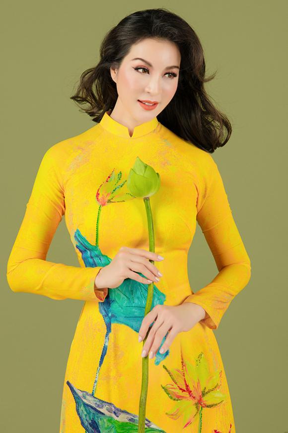MC Thanh Mai khoe nhan sắc không tuổi với áo dài hoa sen-1