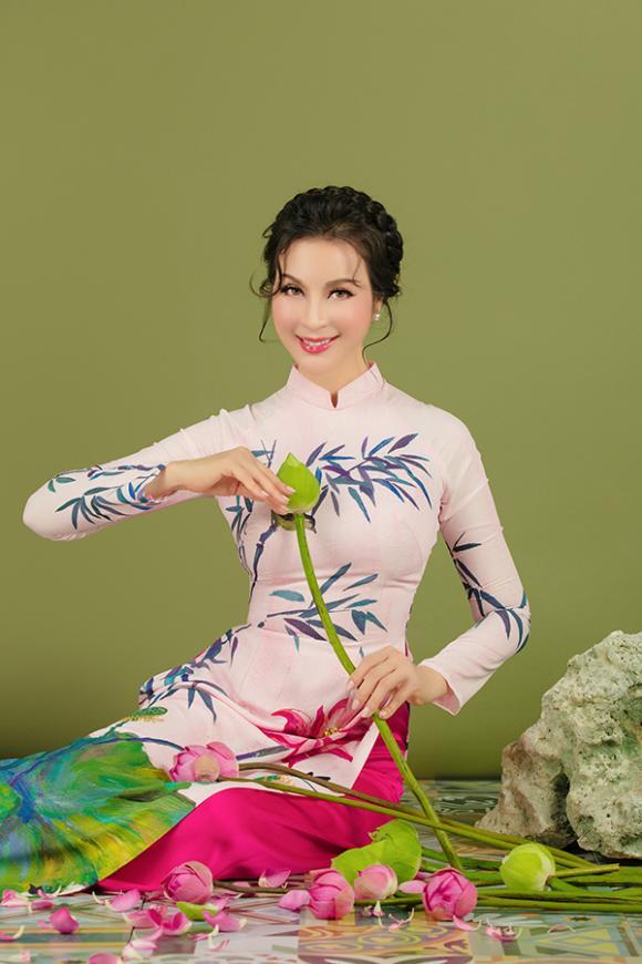 MC Thanh Mai khoe nhan sắc không tuổi với áo dài hoa sen-11