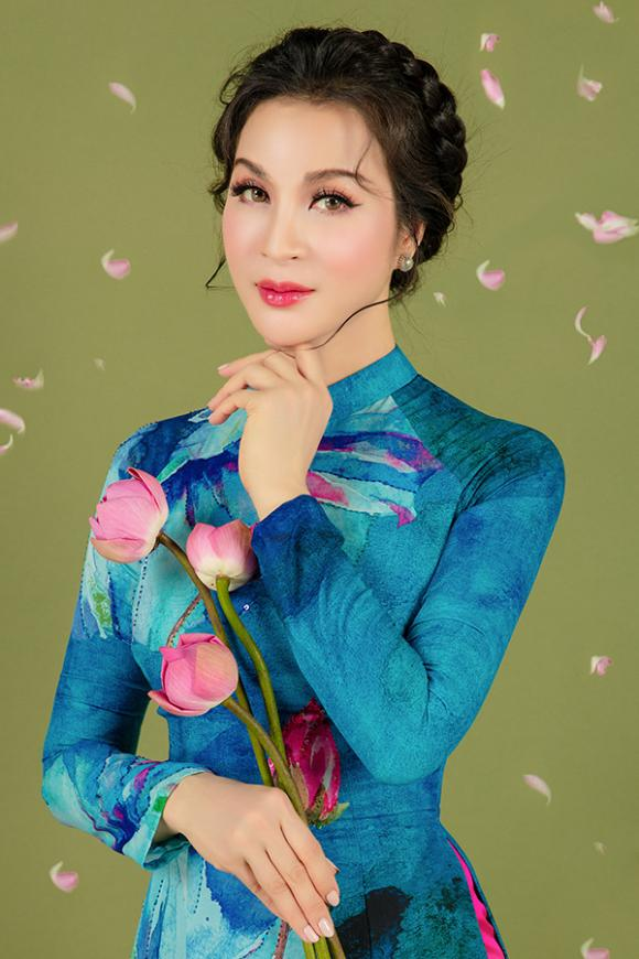 MC Thanh Mai khoe nhan sắc không tuổi với áo dài hoa sen-13