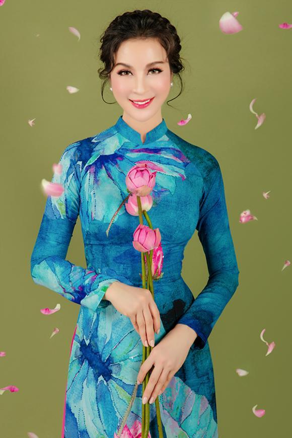 MC Thanh Mai khoe nhan sắc không tuổi với áo dài hoa sen-14