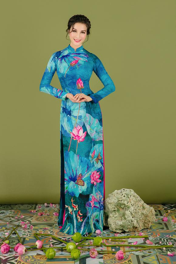 MC Thanh Mai khoe nhan sắc không tuổi với áo dài hoa sen-15