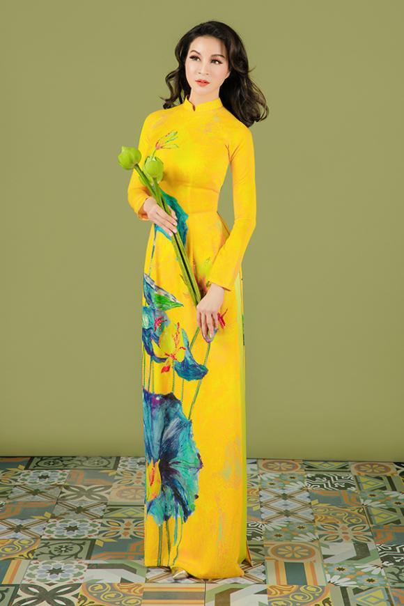 MC Thanh Mai khoe nhan sắc không tuổi với áo dài hoa sen-4