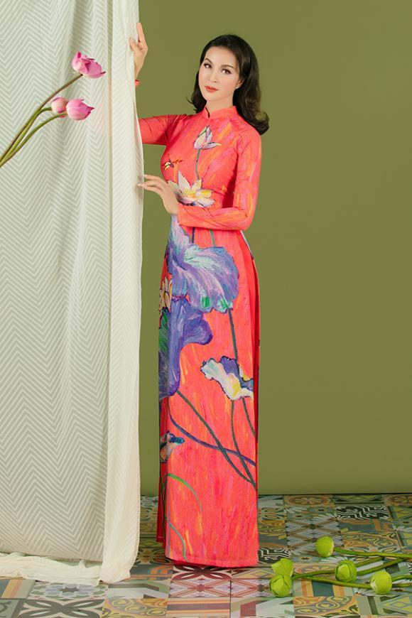 MC Thanh Mai khoe nhan sắc không tuổi với áo dài hoa sen-8