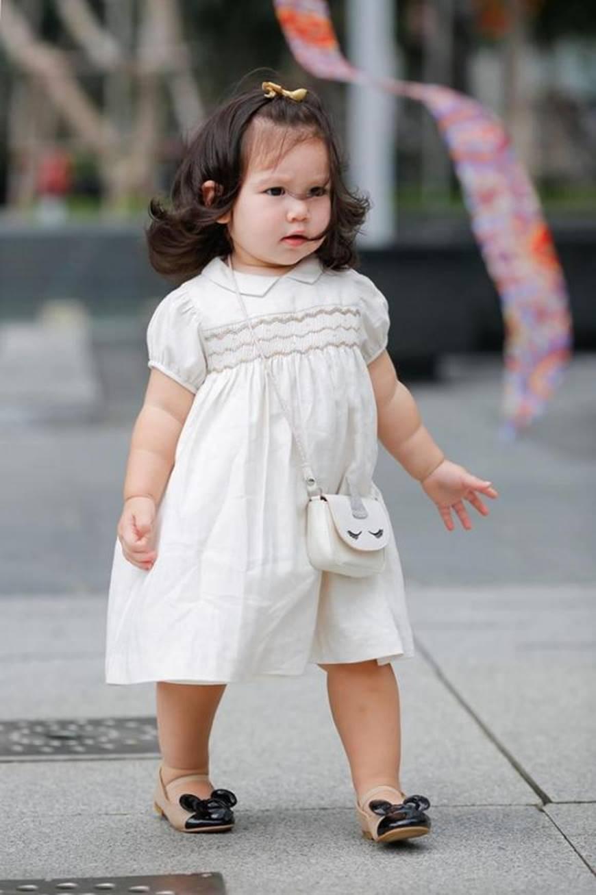 Dạo phố cùng mẹ siêu mẫu, con gái Hà Anh gây thương nhớ với vẻ ngoài đáng yêu-7