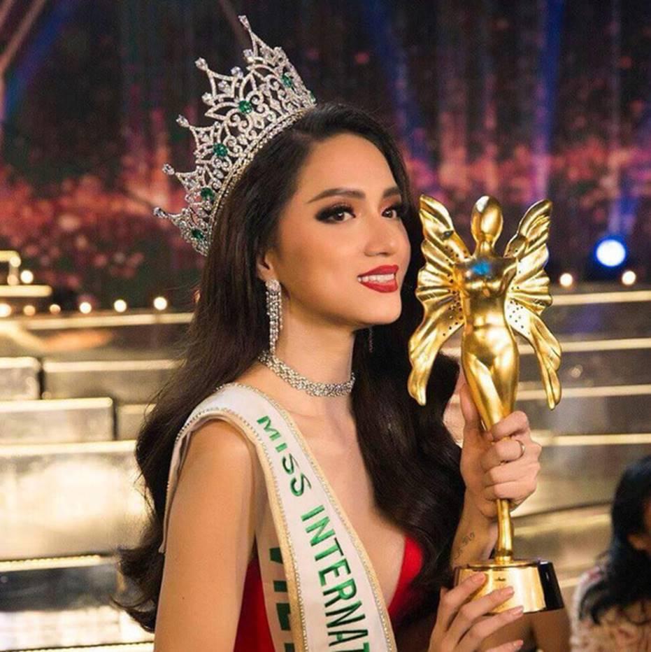 Top những hoa hậu học giỏi bậc nhất thế giới, Việt Nam cũng góp mặt 2 đại diện siêu đỉnh: Người thi ĐH 29.5 điểm, người là du học sinh-13
