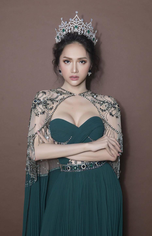 Top những hoa hậu học giỏi bậc nhất thế giới, Việt Nam cũng góp mặt 2 đại diện siêu đỉnh: Người thi ĐH 29.5 điểm, người là du học sinh-15