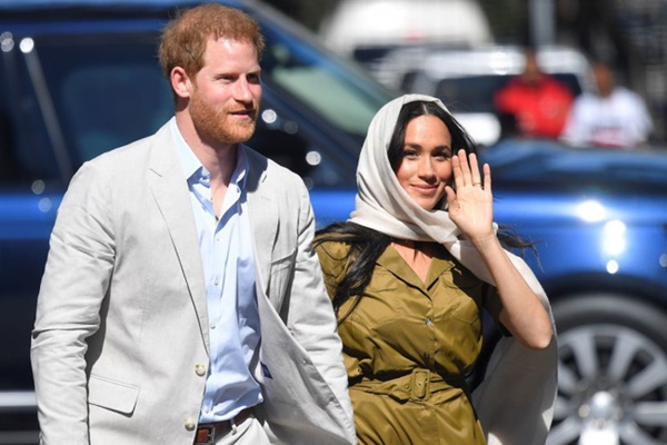 Nữ hoàng Anh bày tỏ thái độ không hài lòng với vụ kiện thiếu khôn ngoan của vợ chồng Meghan Markle-1