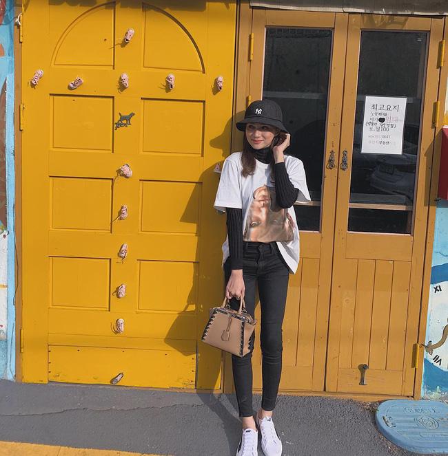 Học ngay 11 set đồ của Hoa hậu Hương Giang cách mix quần jeans từ đơn giản đến cá tính-6