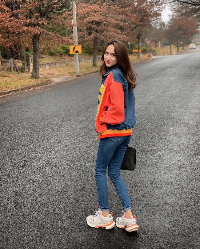 Học ngay 11 set đồ của Hoa hậu Hương Giang cách mix quần jeans từ đơn giản đến cá tính-9