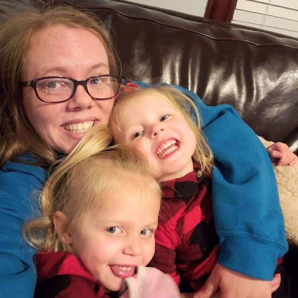 Quá mệt với hai đứa con tăng động quậy phá suốt ngày, người mẹ làm cách này khiến lũ trẻ nằm im, ai cũng nể phục-3