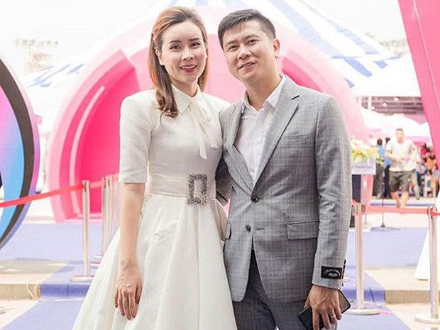 Hồ Hoài Anh lần đầu lộ diện cùng Lưu Hương Giang và con gái sau ồn ào ly hôn, đồ vật đặc biệt trên tay gây chú ý-2