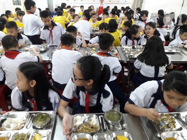 Hàng chục phụ huynh hoảng hốt đưa con đi cấp cứu vì nôn ói sau bữa ăn tại trường-3