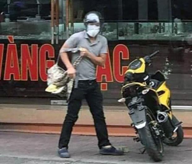 Gã thanh niên nổ súng cướp tiệm vàng ở Quảng Ninh sớm bị công an tìm ra danh tính vì đánh rơi điện thoại tại hiện trường-1