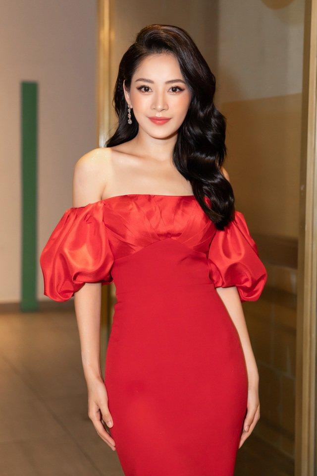 Không cần ngồn ngộn hở hang, mỹ nhân ngực lép của showbiz Việt vẫn quyến rũ với phong cách riêng-4