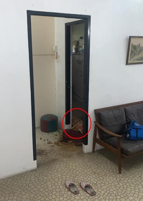 Tới đòi nhà cho thuê để bán, người chủ khiếp vía khi thấy cảnh tượng trong nhà tắm-1