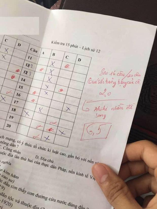 Chấm nhầm cho học sinh từ 6.5 xuống còn 2 điểm, cô giáo dạy Sử phê ngay một câu cực đáng yêu khiến học trò bỏ qua hết lỗi lầm-1