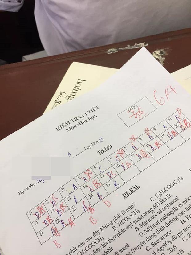 Chấm nhầm cho học sinh từ 6.5 xuống còn 2 điểm, cô giáo dạy Sử phê ngay một câu cực đáng yêu khiến học trò bỏ qua hết lỗi lầm-2