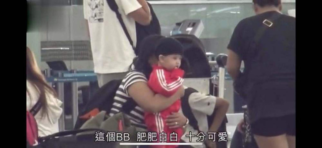 Cận cảnh diện mạo con trai thứ 3 của Trương Bá Chi, cư dân mạng phát sốt vì vẻ ngoài đáng yêu-4