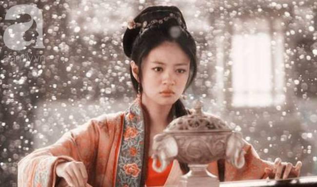 Kỹ nữ đẹp nức tiếng thời Tống, đàn ông đều quỳ gối dưới chân, Hoàng đế yêu điên dại phải đào đường hầm từ cung điện đến lầu xanh để gặp-1