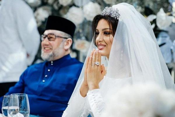 Vợ cựu vương Malaysia khiến nhiều người rơi nước mắt khi chia sẻ phải bán nhẫn cưới để giữ con, bị chồng bỏ rơi lúc mang thai 4 tháng-2