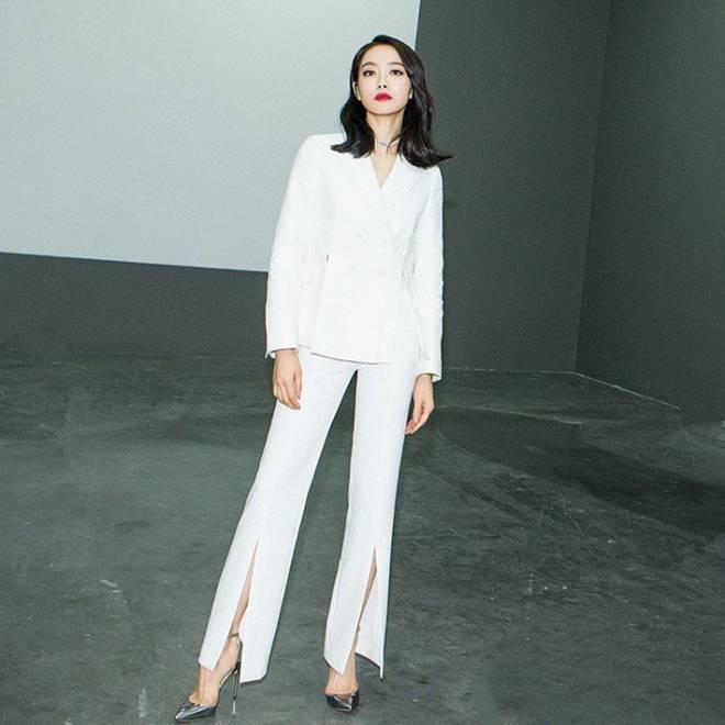 Mặc skinny jeans bị chê gầy nhom, Tăng Thanh Hà đổi ngay quần xẻ tà liền quyến rũ hơn hẳn-12