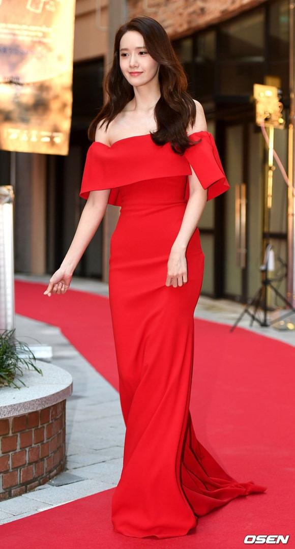 Loạt mỹ nhân Hàn diện váy áo được ví như nữ thần trên thảm đỏ-4