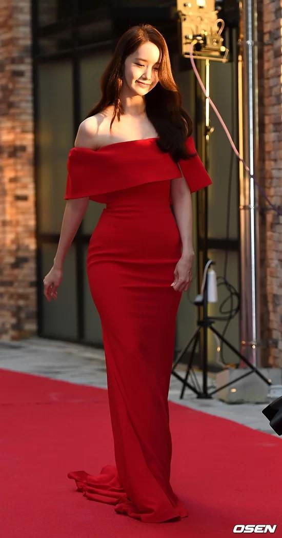 Loạt mỹ nhân Hàn diện váy áo được ví như nữ thần trên thảm đỏ-5