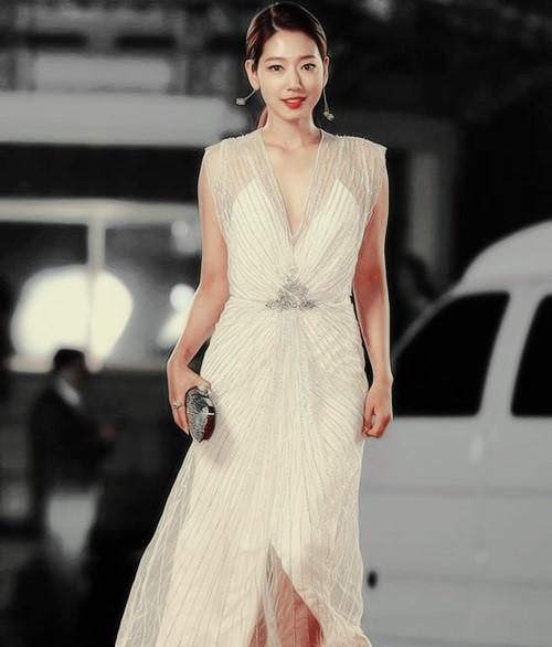 Loạt mỹ nhân Hàn diện váy áo được ví như nữ thần trên thảm đỏ-6