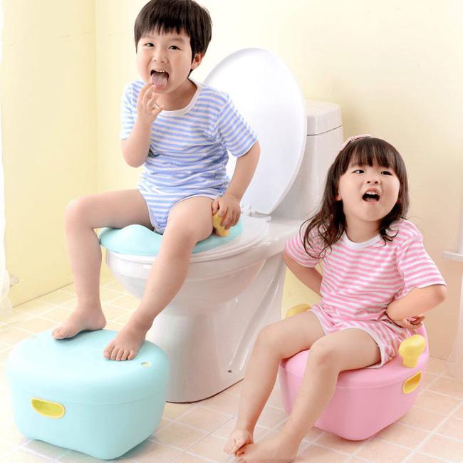 Cô giáo mầm non dạy trẻ kỹ năng lau chùi sau khi đi vệ sinh, nhưng mọi người không nhịn được cười vì khoản tiết kiệm của cô-4