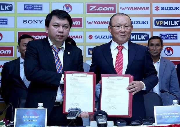 Trận Việt Nam – Malaysia là cột mốc đặc biệt: Tròn 2 năm HLV Park Hang Seo từ người thừa trở thành chữ ký triệu đô-2